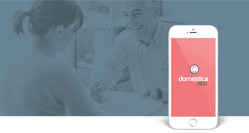 IPhone com o Doméstica App mostrando ponto, folha de pagamento, férias, rescisão e vale-transporte.