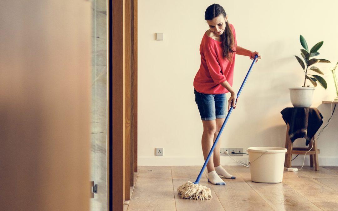 As férias da empregada doméstica não coincidem com a sua? Saiba o que fazer!