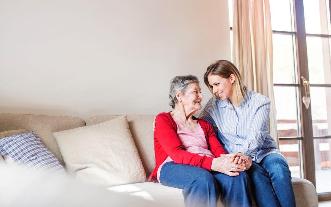 Direitos trabalhistas do cuidador de idosos: o que diz a lei sobre o assunto?