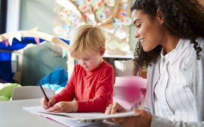 Valor do auxílio creche para babá: o piso e o teto do benefício