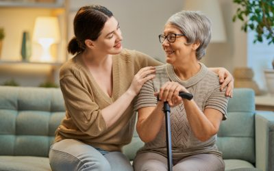 Salário cuidador de idosos: quanto devo pagar?